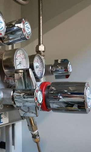 Instalacje gazów w laboratoriach i przemyśle